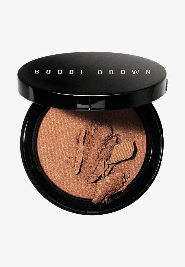 ILLUMINATING BRONZING POWDER - Bronzer - bali brown