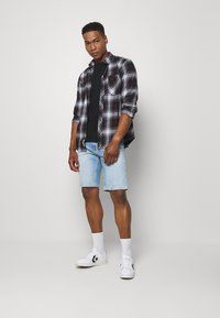 Tommy Jeans - SCANTON  - Jeansshort - court light blue - 1