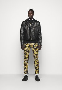 Versace Jeans Couture - TELO NEW LOGO - Slim fit jeans - nero - 1