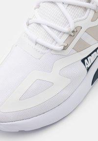 adidas Originals - ZX 2K UNISEX - Trainers - footwear  white/grey one/core black - 5