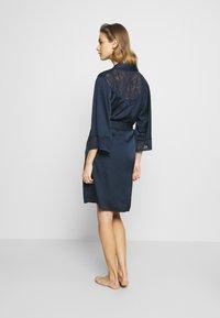 Etam - EVENTAIL DESHABILLE - Dressing gown - marine - 2