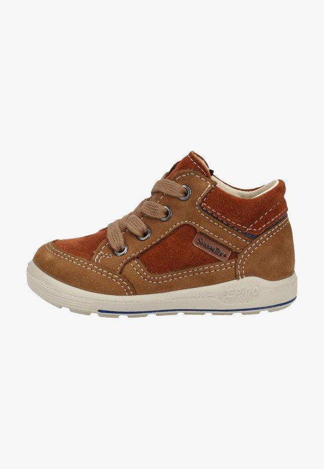 Sneakers laag - caramel/nugat 262