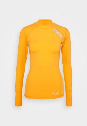 NIGHT TEE - Sports shirt - citrus
