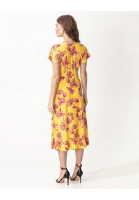 Indiska - ANIK - Denní šaty - yellow - 2