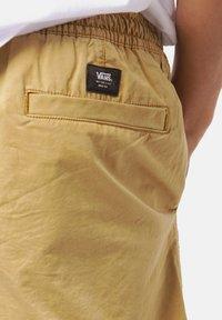 Vans - RANGE SALT WASH - Shorts - dried tobacco - 4