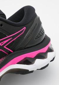 ASICS - GEL-KAYANO 27 - Løbesko stabilitet - black/pink glow - 5