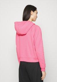 Nike Sportswear - HOODIE - Jersey con capucha - pink glow/black - 2