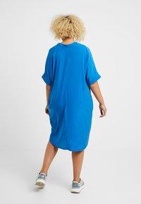 Live Unlimited London - MANDARIN COLLAR DRESS - Vapaa-ajan mekko - bright blue - 2