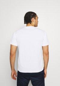 Champion - CREWNECK - T-shirt con stampa - white - 2