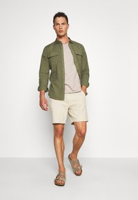 DOCKERS - SUSTAINABLE UTILITY - Shirt - green - 1