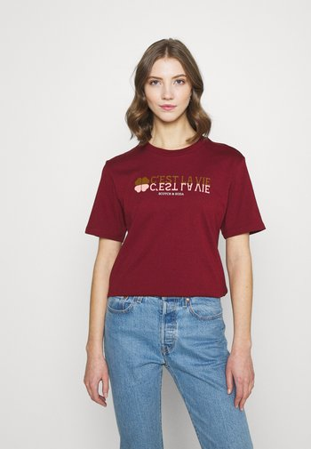 TEE WITH GRAPHIC - Triko spotiskem - ruby red
