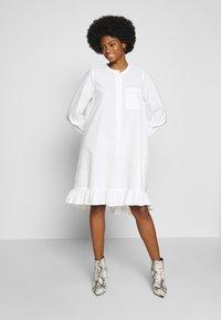 And Less - ALACEN DRESS - Skjortekjole - brilliant white - 1
