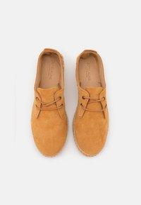 JUTELAUNE - CLASSIC - Volnočasové šněrovací boty - brown - 4