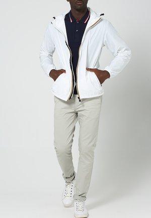 LE VRAI CLAUDE UNISEX - Waterproof jacket - white