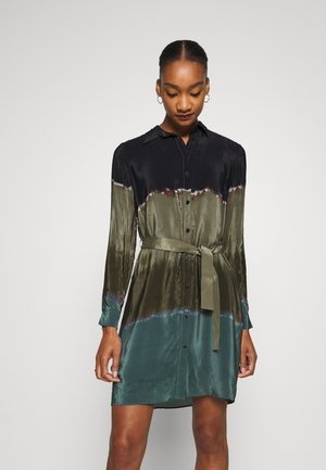 VEST TORONTO - Shirt dress - granate