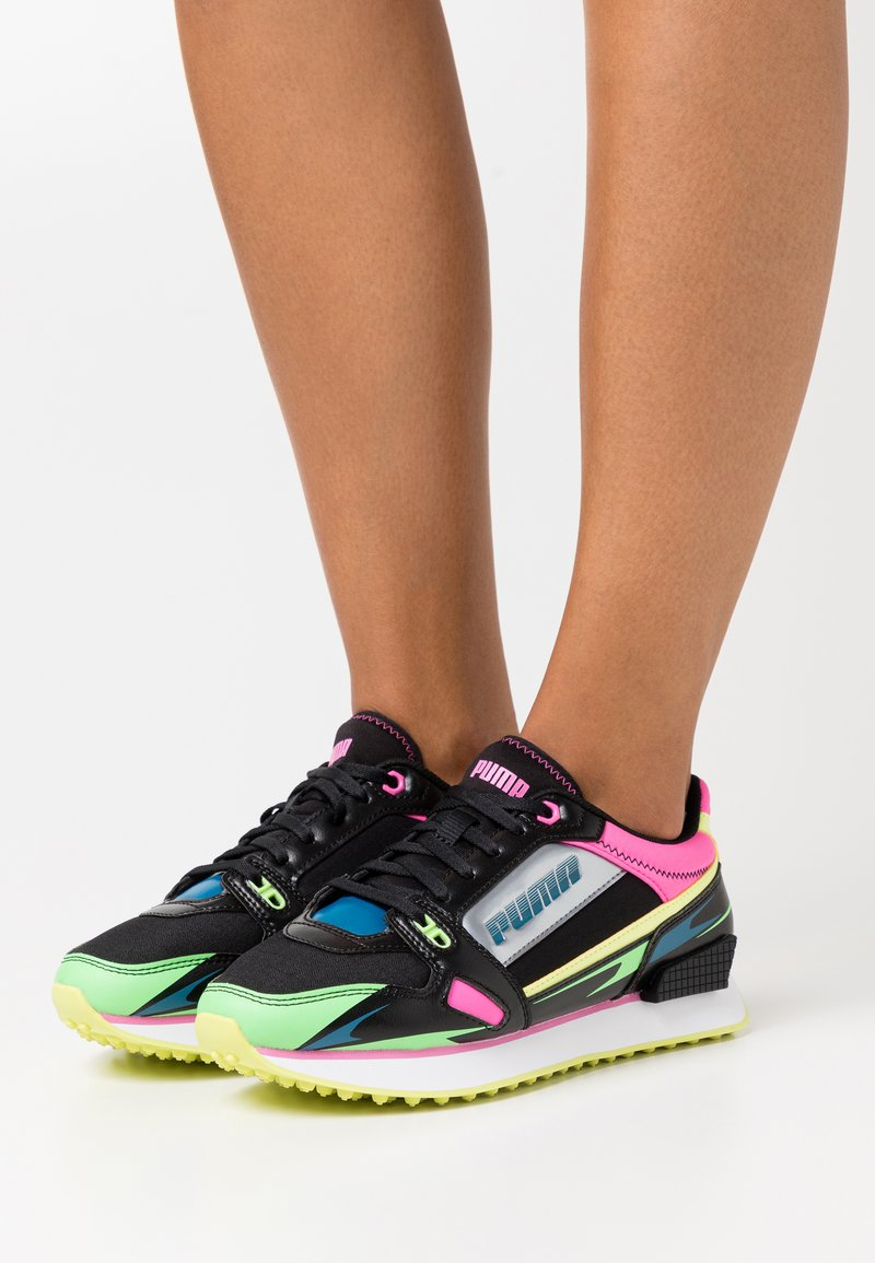 Puma - VEGAN MILE RIDER SUNNY GATAWAY WN'S - Zapatillas - black/elektro green