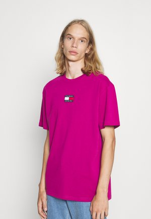 BADGE TEE - Print T-shirt - autumn plum