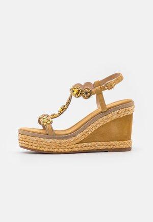 Platform sandals - moustard