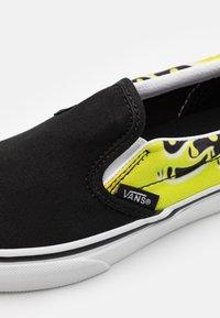 Vans - CLASSIC - Trainers - black/true white - 5