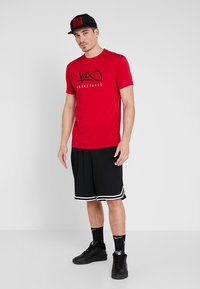 K1X - HARDWOOD  - Print T-shirt - major red - 1