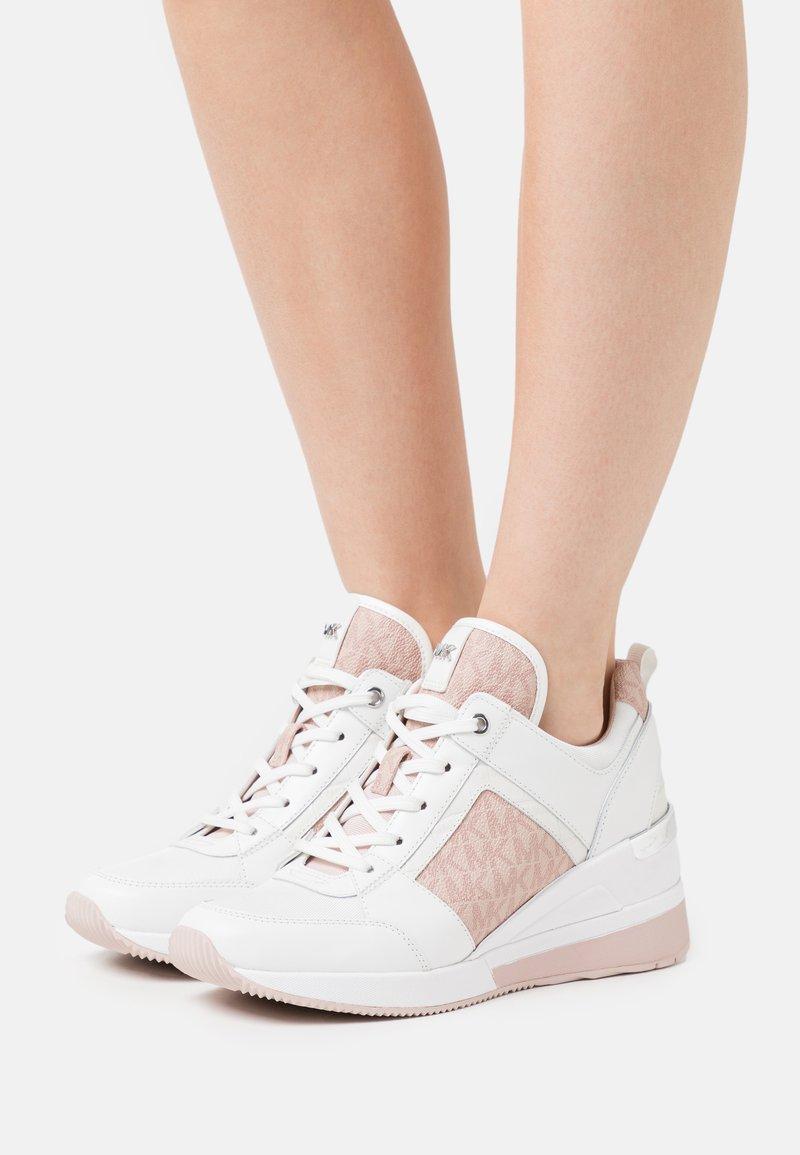 MICHAEL Michael Kors - GEORGIE TRAINER - Zapatillas - optic white/soft pink