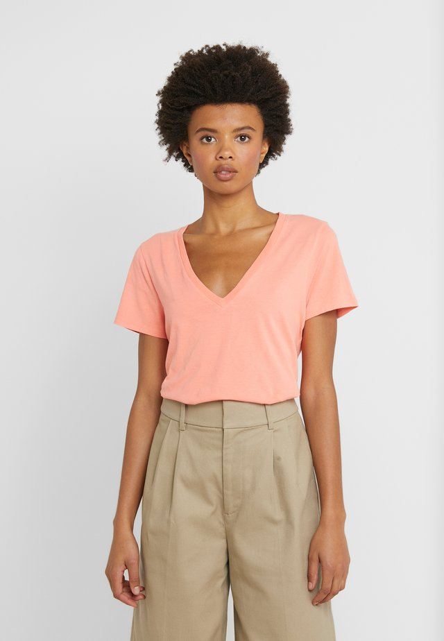 NEW TEE - Camiseta básica - neon coral