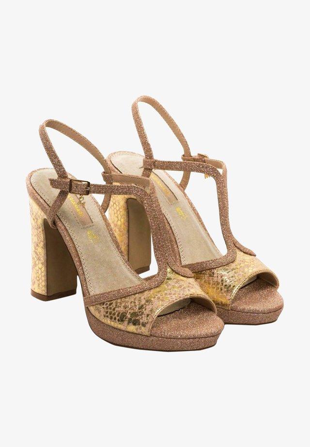Sandalias con plataforma - dorado