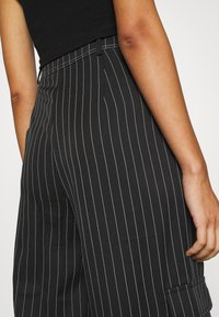 Missguided - PINSTRIPE WIDE LEG TROUSER - Kapsáče - black - 4