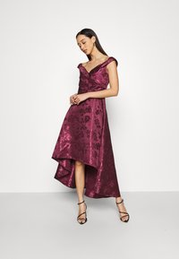 Chi Chi London - LIANA DRESS - Cocktailjurk - berry - 1