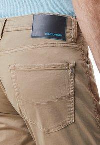 Pierre Cardin - LYON - Slim fit jeans - beige - 4