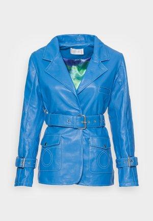 DEBBIE JACKET - Chaqueta de cuero - blue