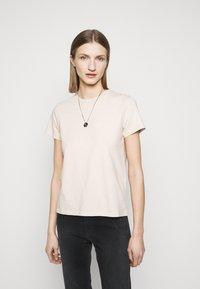 CLOSED - Basic T-shirt - lychee - 0