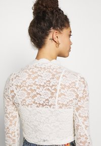 ONLY Petite - ONLJANINA CROPPED - Blouse - cloud dancer - 4