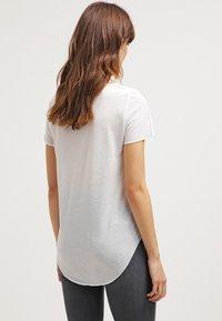 Vero Moda - VMLUA  - T-shirt basique - snow white - 2