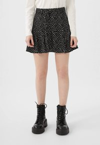 Stradivarius - SKORT - Gonna a campana - white - 0
