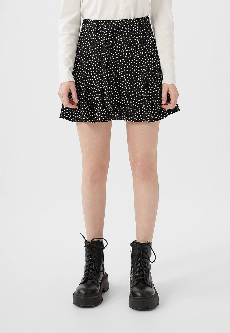 Stradivarius - SKORT - Gonna a campana - white