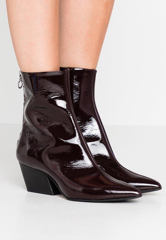 DAHLIA - Cowboy/biker ankle boot - bordeaux
