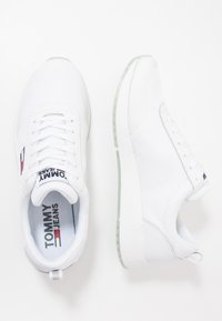 Tommy Jeans - FLEXI RUNNER - Zapatillas - white - 1
