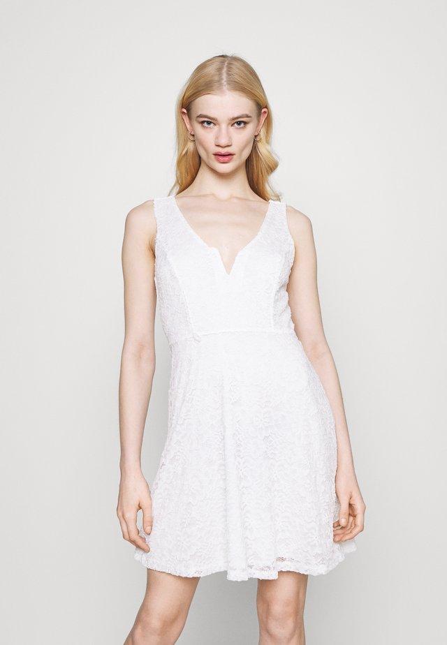 AIMON SKATER DRESS - Denní šaty - white