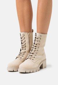 Vero Moda Wide Fit - VMLINETTE BOOT WIDE FIT VIP - Platform ankle boots - safari - 0