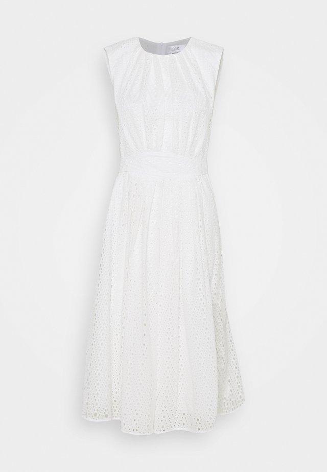 GATHERED FRONT BRODERIE ANGLAISE DRESS - Vapaa-ajan mekko - white