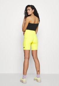 Nike Sportswear - W NSW AIR BIKE - Shorts - opti yellow - 2
