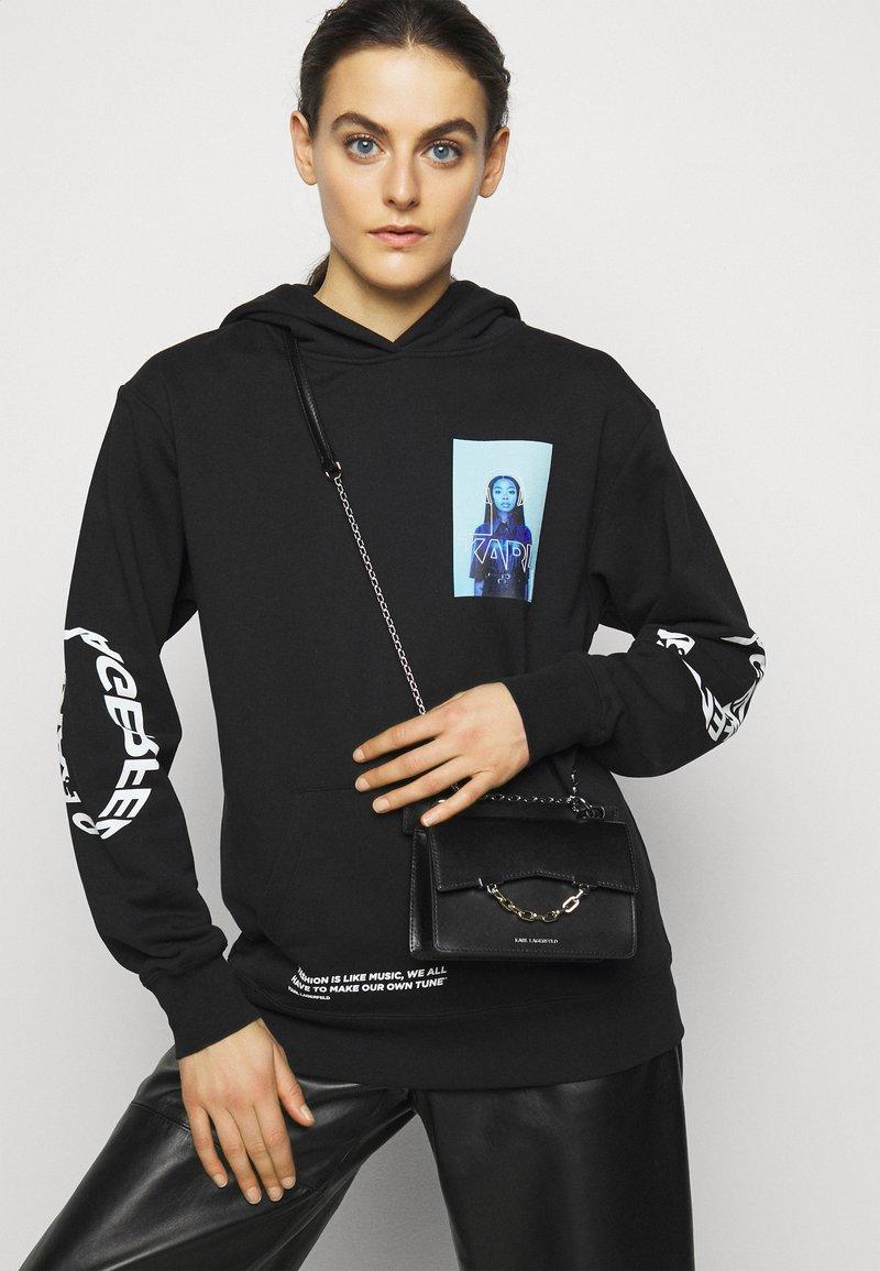 KARL LAGERFELD - SEVEN MINI SHOULDERBAG - Handbag - black