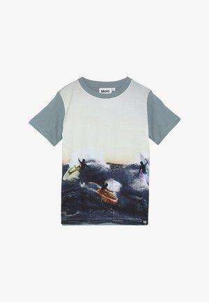 RADDIX - Print T-shirt - night surf