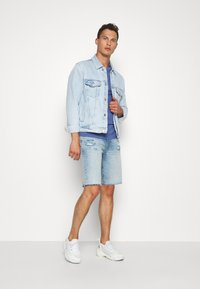 GAP - Denim shorts - light-blue denim - 1