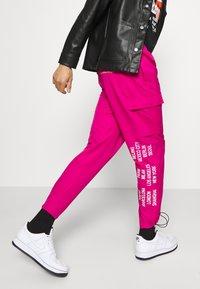 Nike Sportswear - PANT - Cargo trousers - fireberry - 3