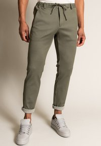 WORMLAND - Trousers - oliv - 0