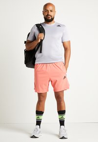 adidas Performance - HEAT.RDY TRAINING SLIM SHORT SLEEVE TEE - T-shirt med print - glow grey - 2