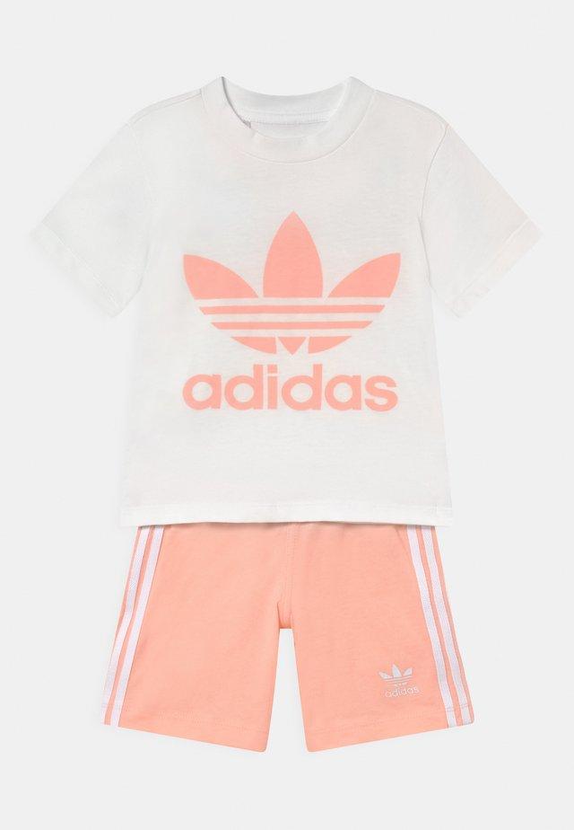TEE SET UNISEX - Shorts - white/haze coral