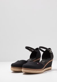 Tommy Hilfiger - BASIC CLOSED TOE MID WEDGE - Zeppe - black - 4